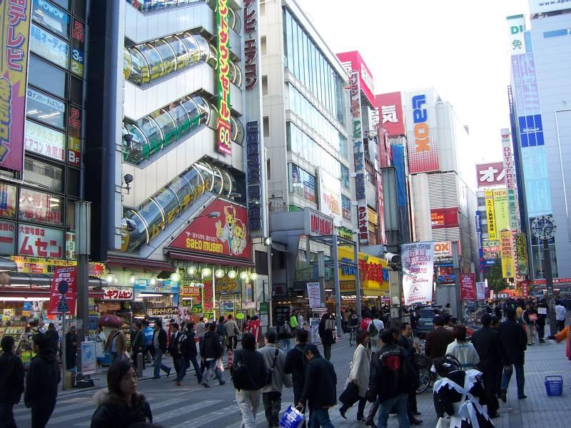 Akihabara: The Paradise Of Animanga fans και οχι μονο... 2005_akihabara_main_street